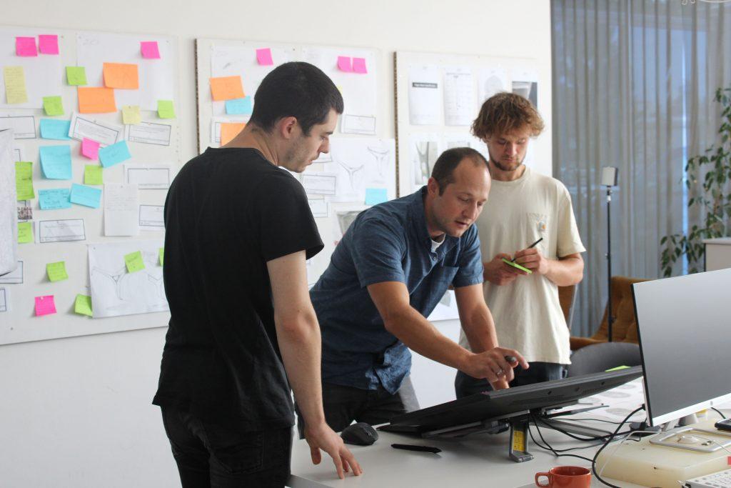 Edera-Safety-Geschäftsführer Thomas Saier ist ein Marketing-Coup geglückt (m., Credit: Edera Safety)