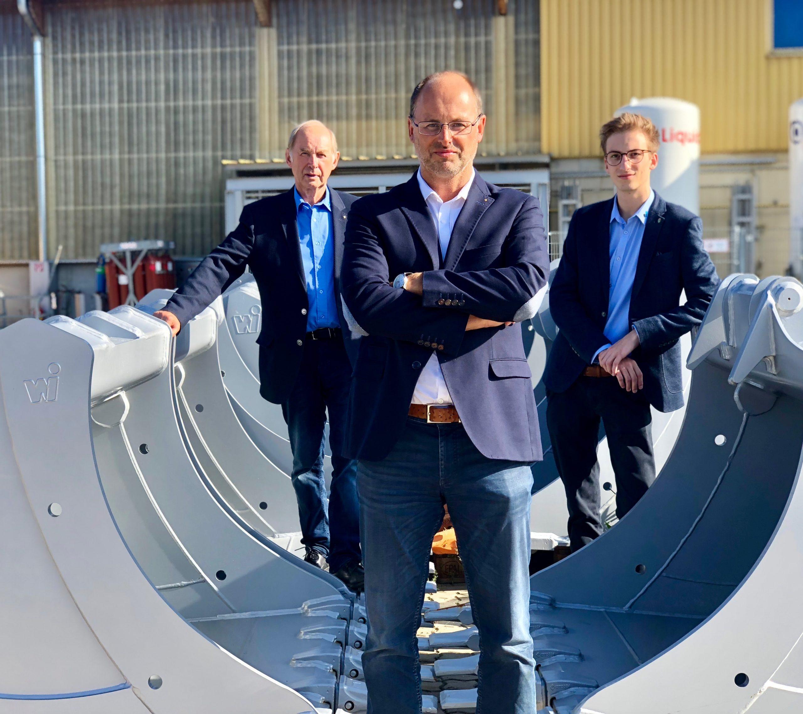 """Drei Generationen auf einem Foto: """"Senior-Chef"""" Franz Winkelbauer, Geschäftsführer Michael Winkelbauer und Sohn Stephan Winkelbauer (v. l.) (Foto: Winkelbauer)"""