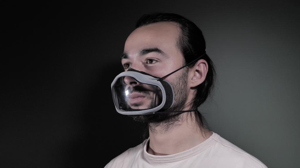 Die Edera Safety-Maske besticht durch ein transparentes Sichtfenster (Credit: Edera Safety)