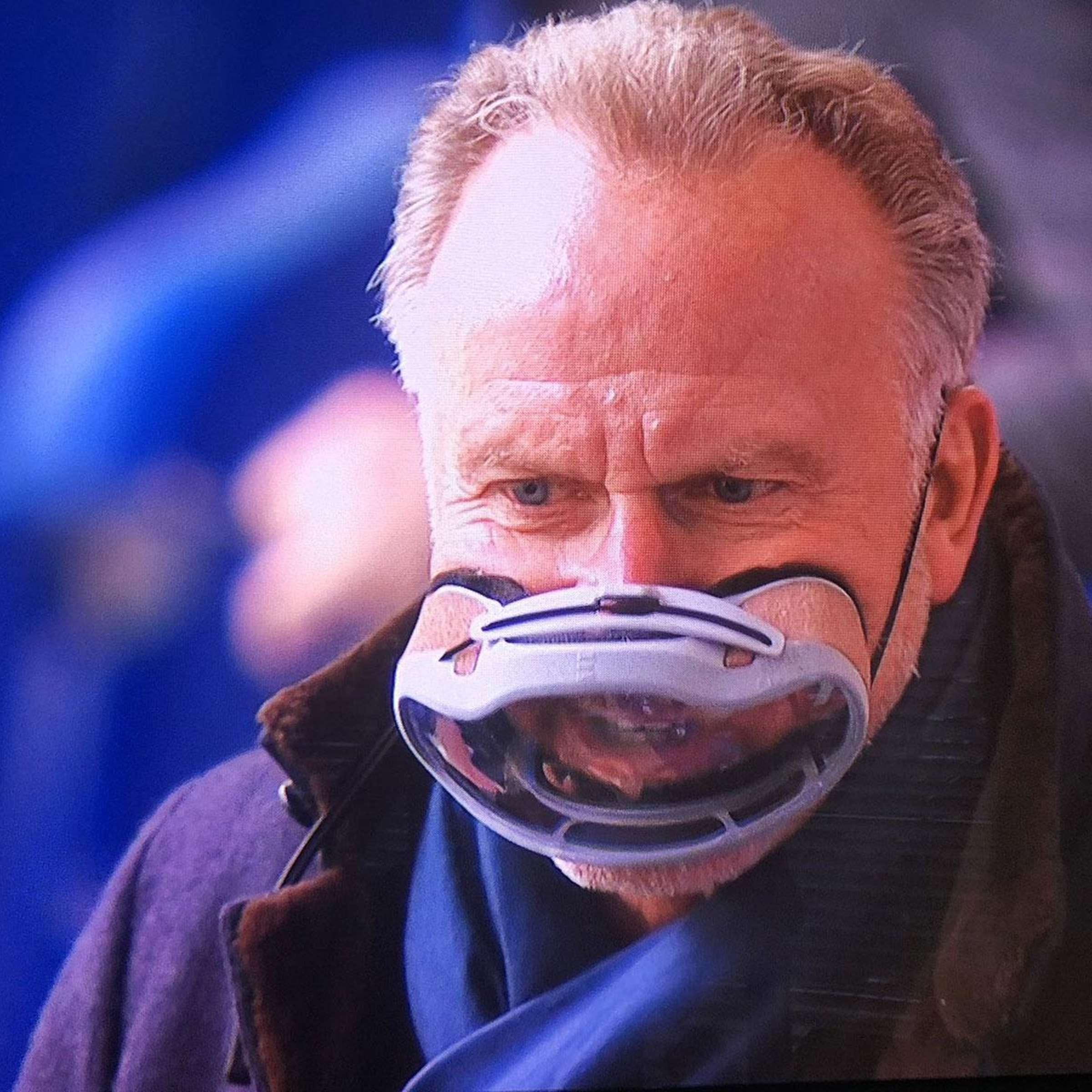 Karl-Heinz Rummenigge trug die steirische Hightech-Maske (Credit: Screenshot)