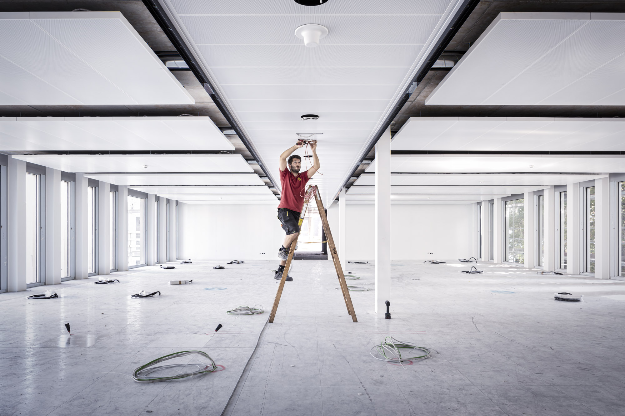3.000 Leuchtpunkte in den Zwischenböden, Schächten, Decken und Technikräumen wurden von KS im Metahof-Komplex verbaut. (Foto: KS/Winterleitner)