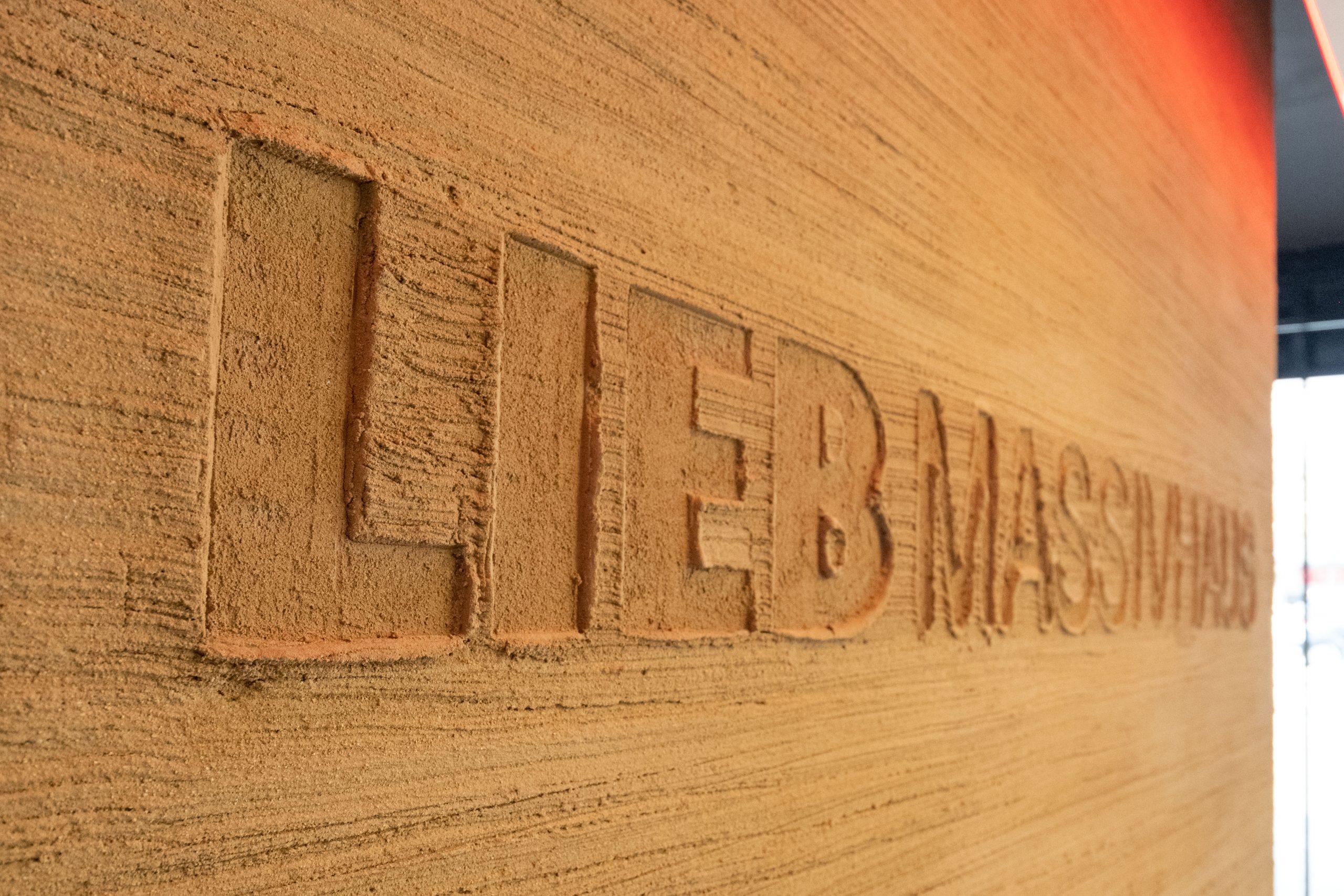 Auf 500 Quadratmetern werden in der neuen LIEB Massivhaus-Zentrale alle Trends zum Wohnen beleuchtet. (Foto: Förster)