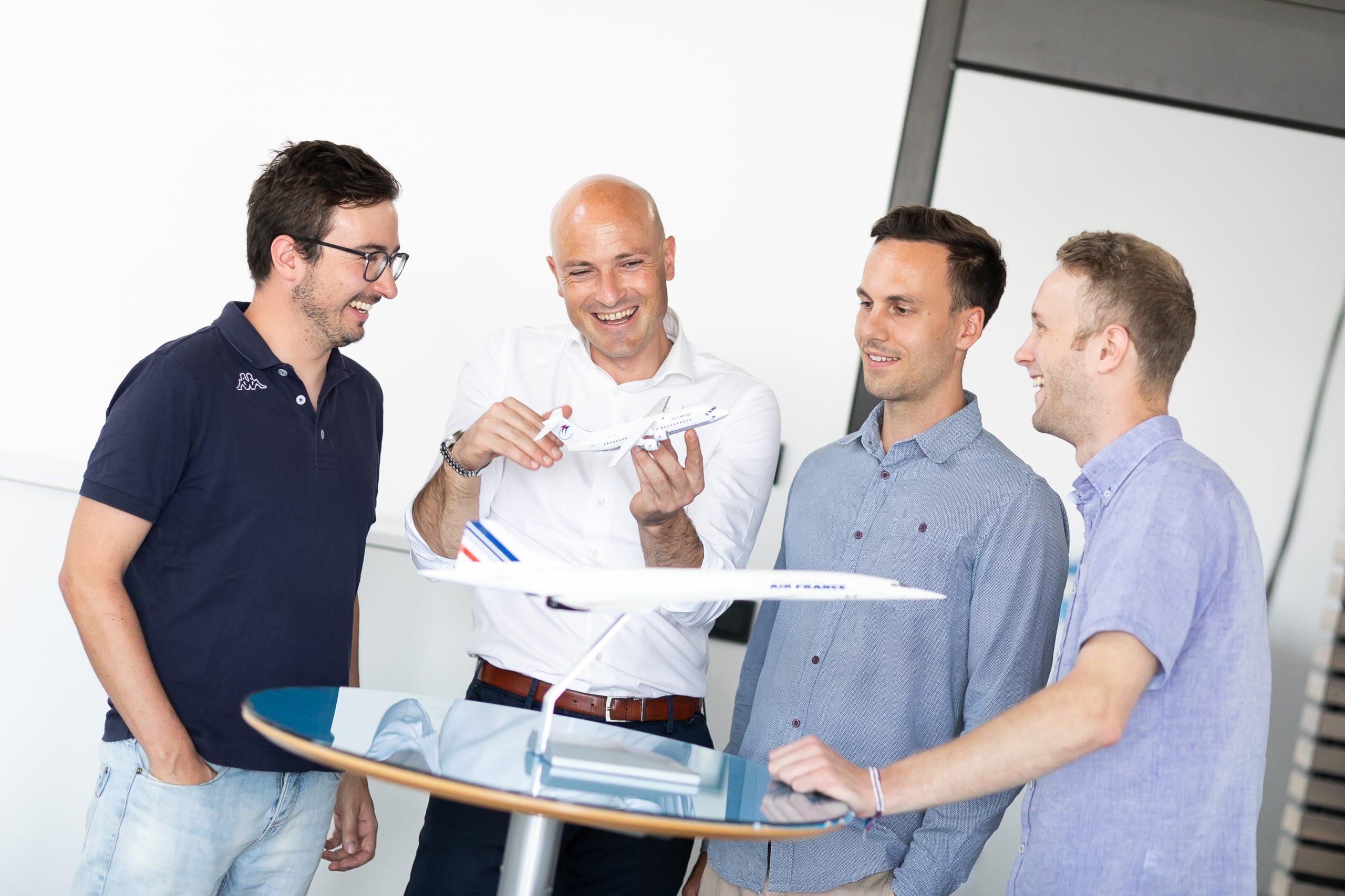Steigflug: Im Science Park Graz entwickelt Geschäftsführer Martin Mössler (2. v. l.) 35 Start-ups – auch gemeinsam mit der Weltraumagentur ESA – pro Jahr. (Foto: Oliver Wolf)