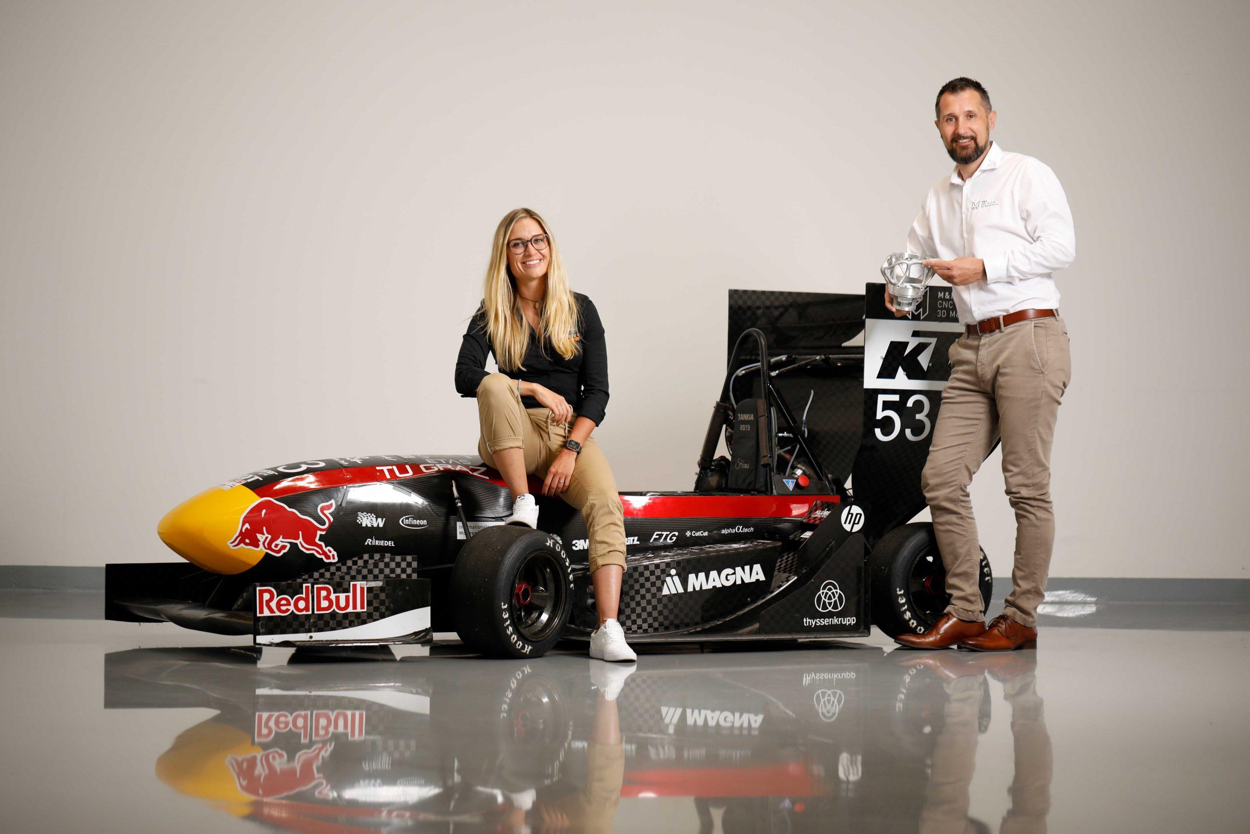Gehen Kooperation ein: Rennsportlerin Corinna Kamper und M&H-Geschäftsführer Patrick Herzig (Foto: Lueflight)