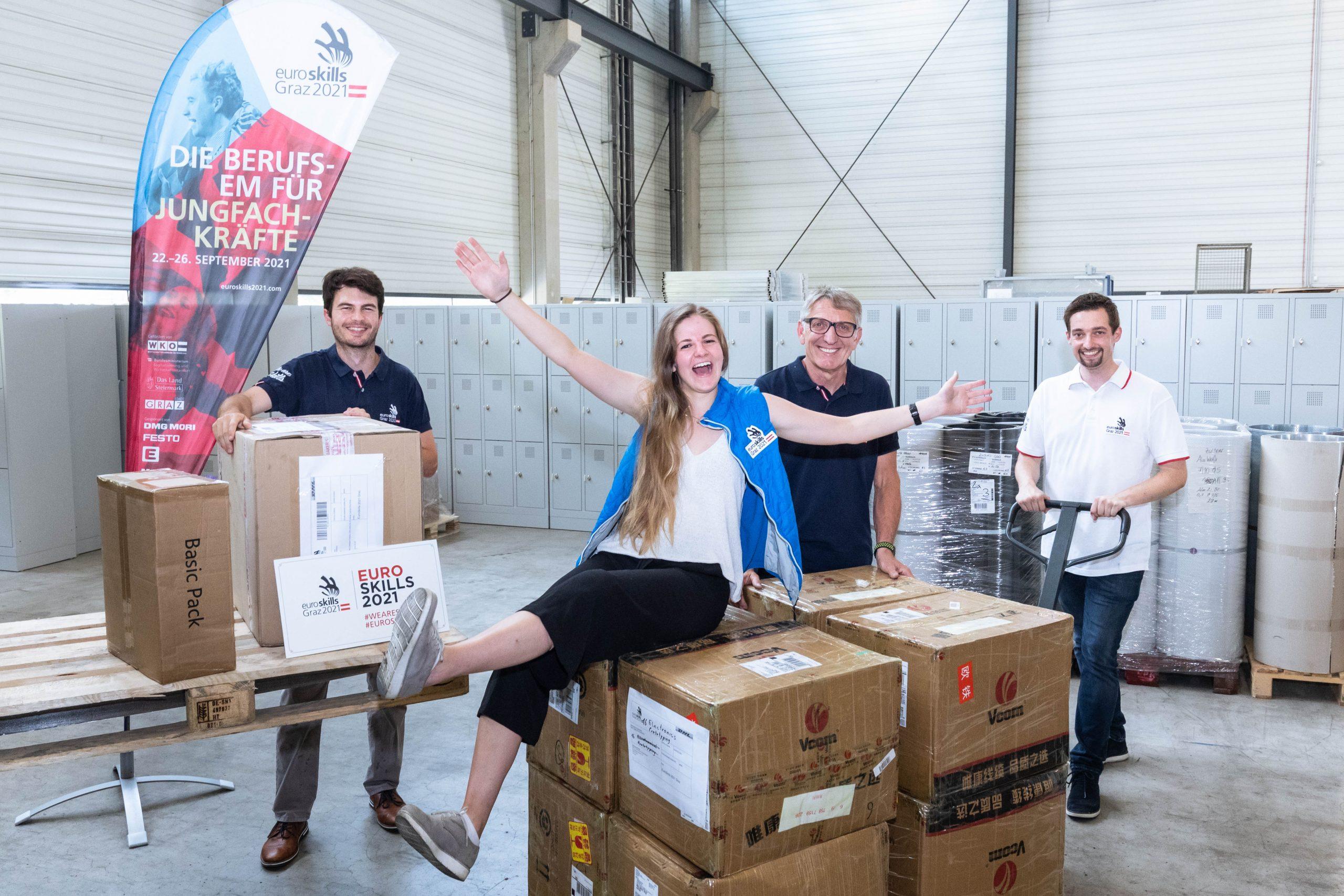 Viel Freude bei den Vorbereitungen: Das EuroSkills-Team rund um Thomas Burger (l.), Katharina Schellnegger und Christoph Grillitsch (r.) wird von Präsident Josef Herk unterstützt. (Foto: Geopho)
