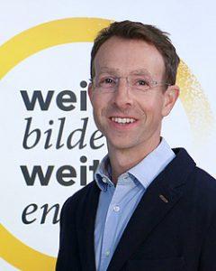 Stephan Witzel, Gescfäftsführer der UNIFORLIFE Graz, begrüßt heimische Entscheidungsträger zum 3. Business Brunch. (Credit: uniforlife.at)