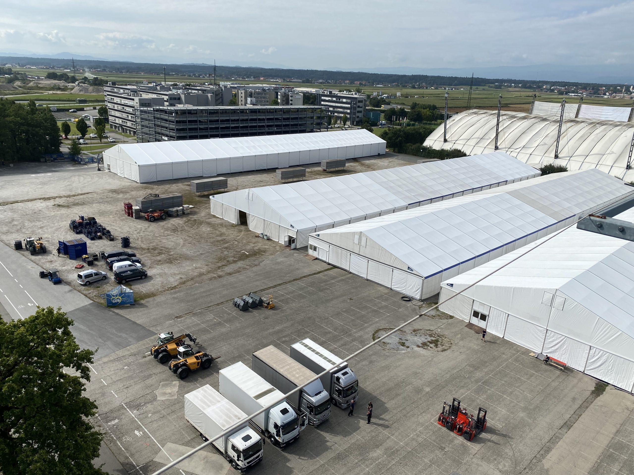 Bis zum 22. September wird am Schwarzl-Freizeitzentrum eine Zeltstadt aufgebaut. (Foto: CS)
